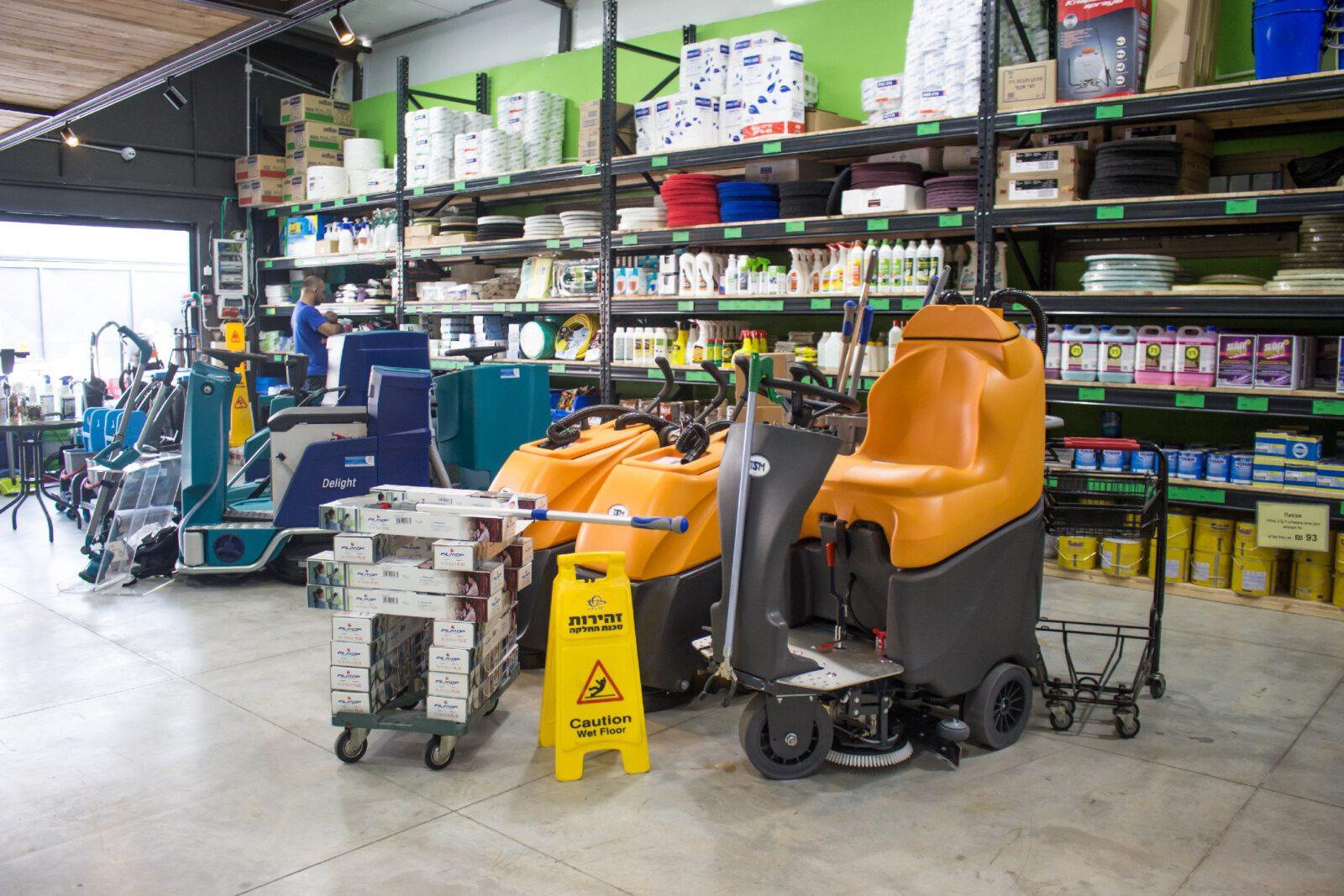מכונות ניקיון רכובות למכירה או השכרה בחנות בר ביצוע